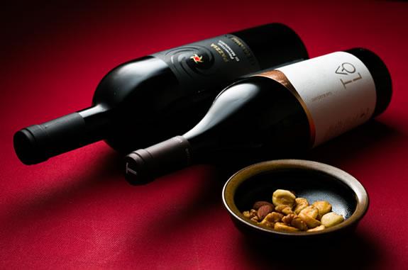 常時35種以上が揃うワインも充実
