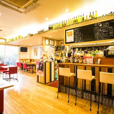 姫路の薫家(くんや)は、自家製燻製とワインが評判
